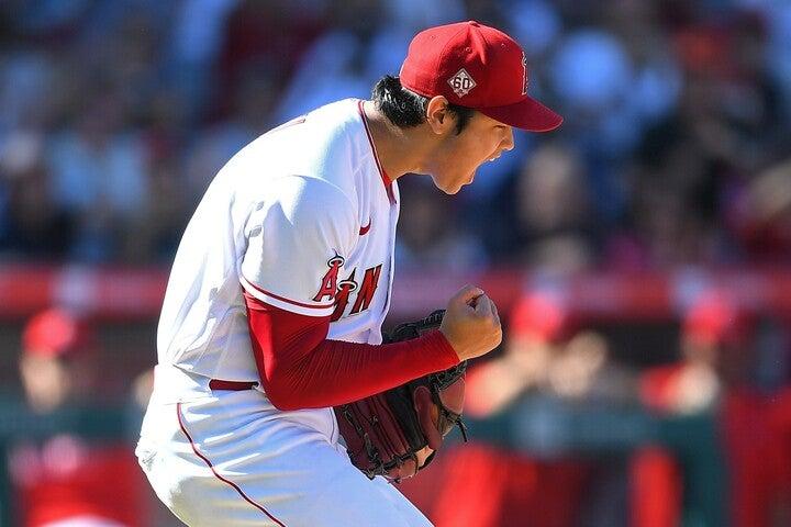 満塁のピンチも三振で切り抜けた大谷は、雄叫びをあげながらガッツポーズを見せた。(C)Getty Images