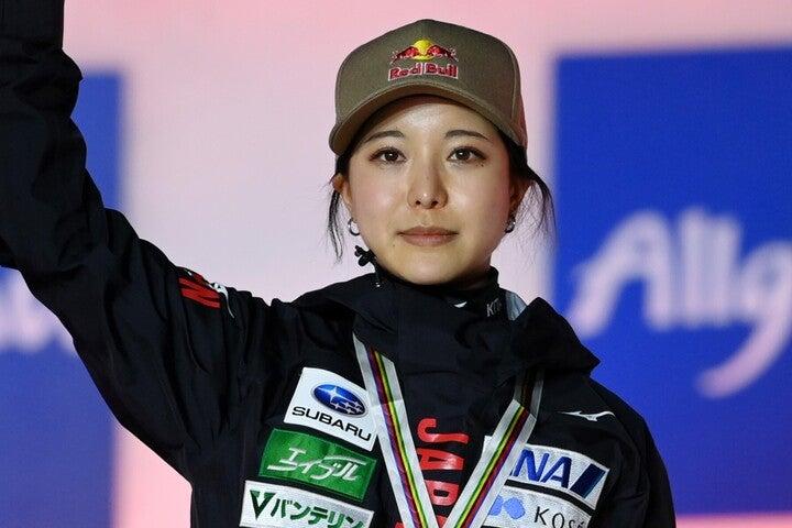 10月22日の全日本選手権に出場を予定する高梨は、今回SNSで美脚を披露した。(C)Getty Images