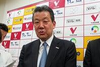 嶋岡会長は「第三者委員会の調査を待ち、最後は自分の判断を入れる」と、早期の引責辞任を否定した。写真:北野正樹