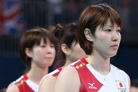 ガーリーなコーディネートを披露した狩野舞子さん。(C)Getty Images